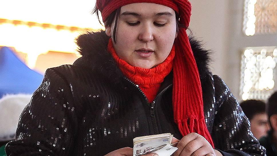 Гражданам Узбекистана разрешили свободно покупать валюту, но пока ограничили возможность ее потратить