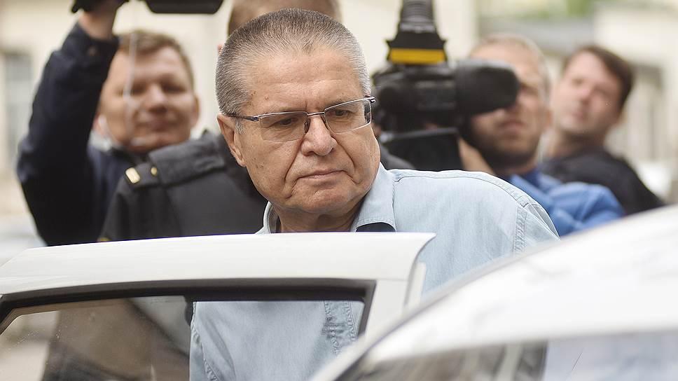 Что водитель Алексея Улюкаева рассказал на суде о встрече Игоря Сечина и бывшего министра