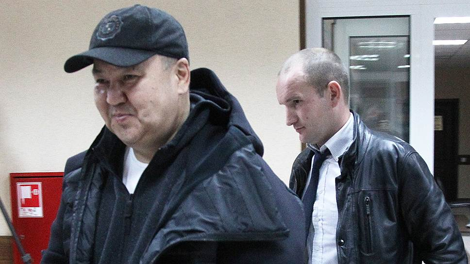 Бывший начальник тыла нижегородской полиции Ихтияр Уразалин (слева) сказал в суде, что не понимает, за что привлечен к уголовной ответственности