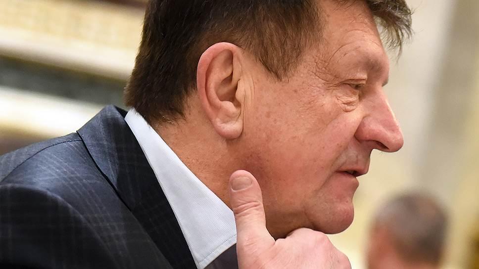 Евгений Войтенков, один из крупнейших автодилеров Петербурга, уверен в воровстве со стороны осужденных и рассчитывает добиться пересмотра решения арбитража
