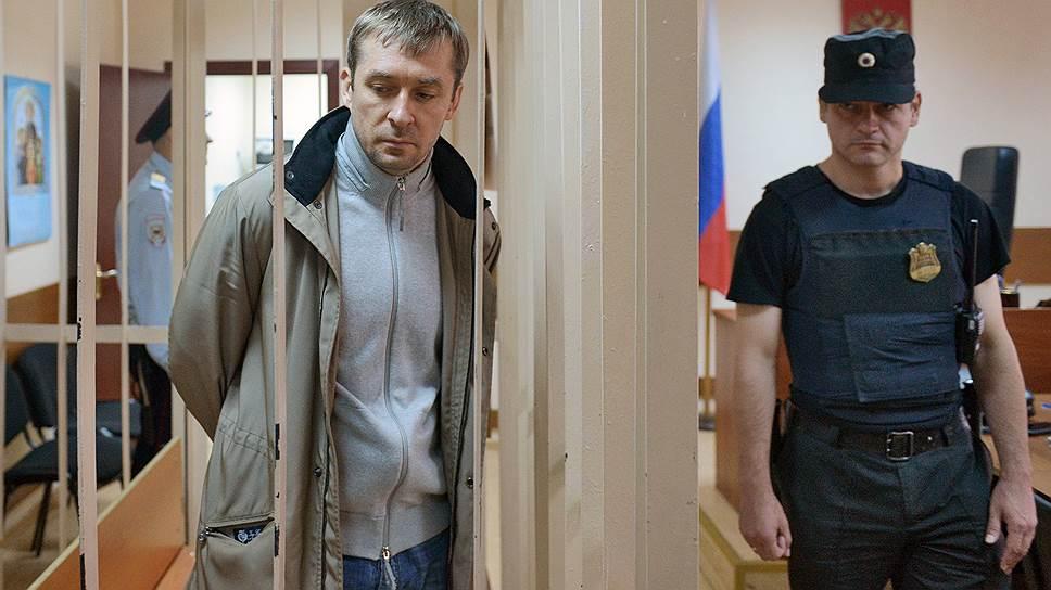 Дмитрий Захарченко взял в подельники семью