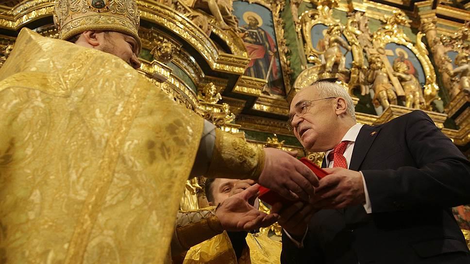 Передавая церкви ключи от Сампсония, Николай Буров, до этого года возглавлявший музеи Исаакиевского собора, едва ли предполагал, что дело это окажется таким сложным