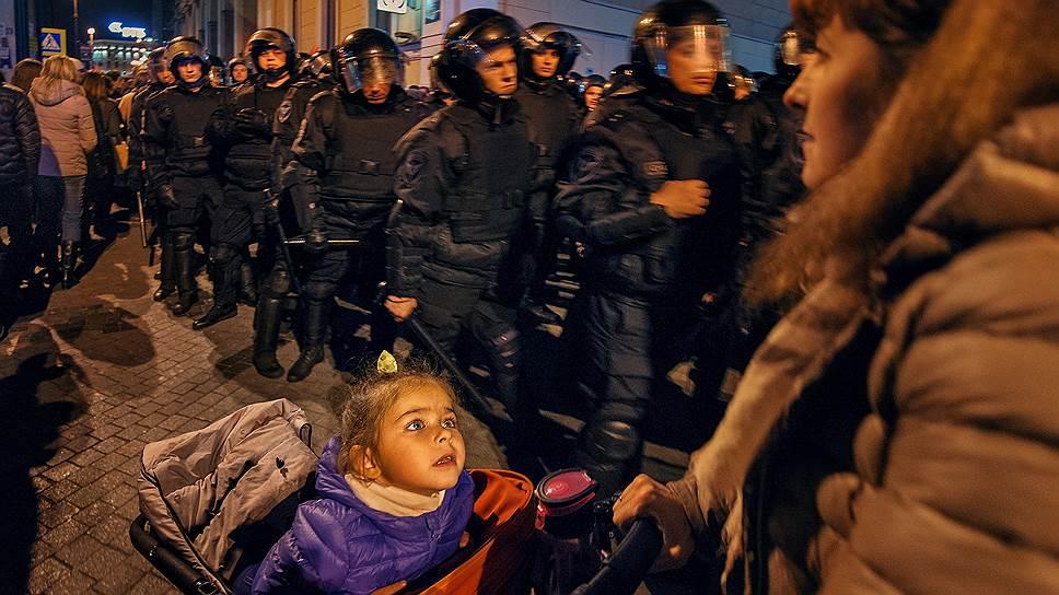 Следственному комитету предстоит разобраться, мешали ли проезду скорой помощи в Петербурге участники несанкционированной акции и сотрудники полиции