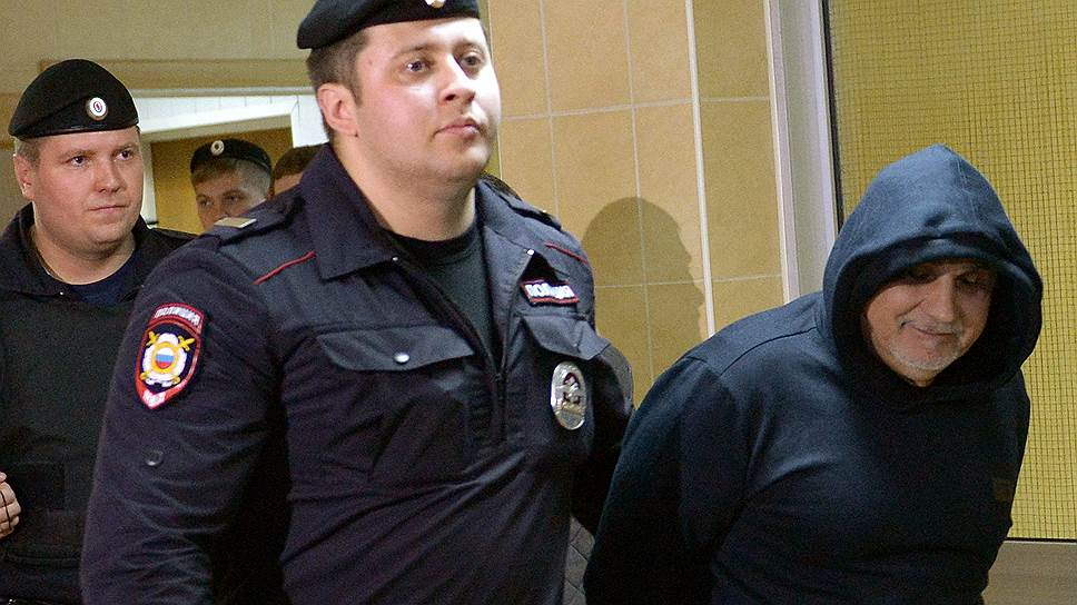 Захарий Калашов (справа) в суде отверг версию правоохранителей о том, что он держал криминальный «общак»