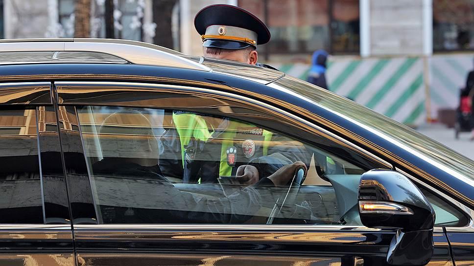 В общении сотрудников ГИБДД и водителей появляется все больше формальностей