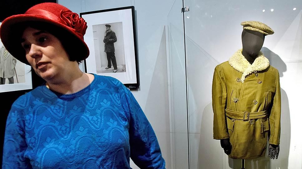 Былая страсть к эпатажным нарядам не помешала Маяковскому после революции стать тонким ценителем моды