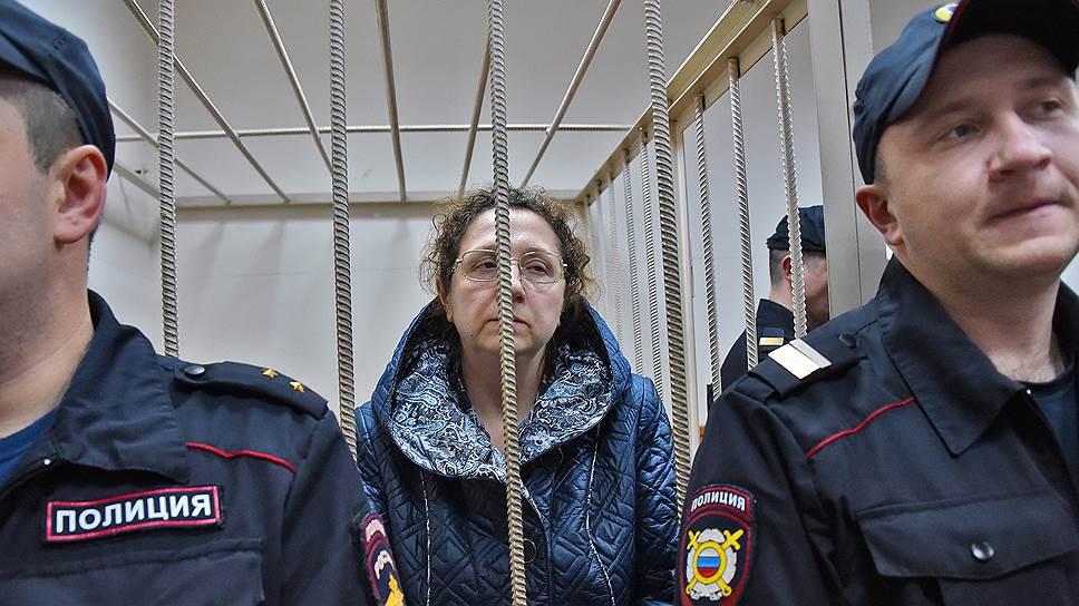 Почему суд счел необходимым заключить обвиняемую по делу о растрате в ФСИН под стражу