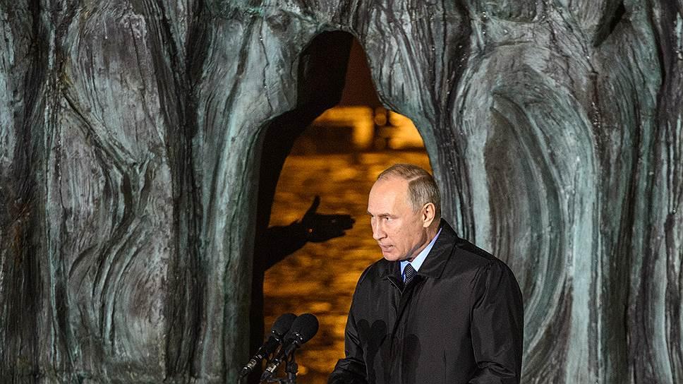 Президент России Владимир Путин напомнил, что «репрессии не щадили ни талант, ни заслуги перед родиной, ни искреннюю преданность ей»