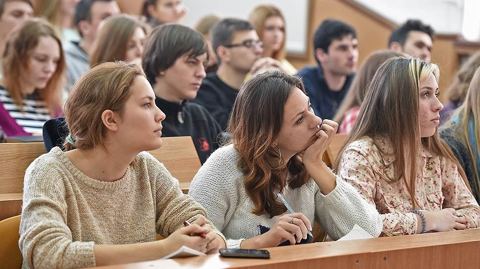 Как в Минобрнауки на всероссийском интернет-уроке по профилактике ВИЧ предлагали избегать слова «презерватив»