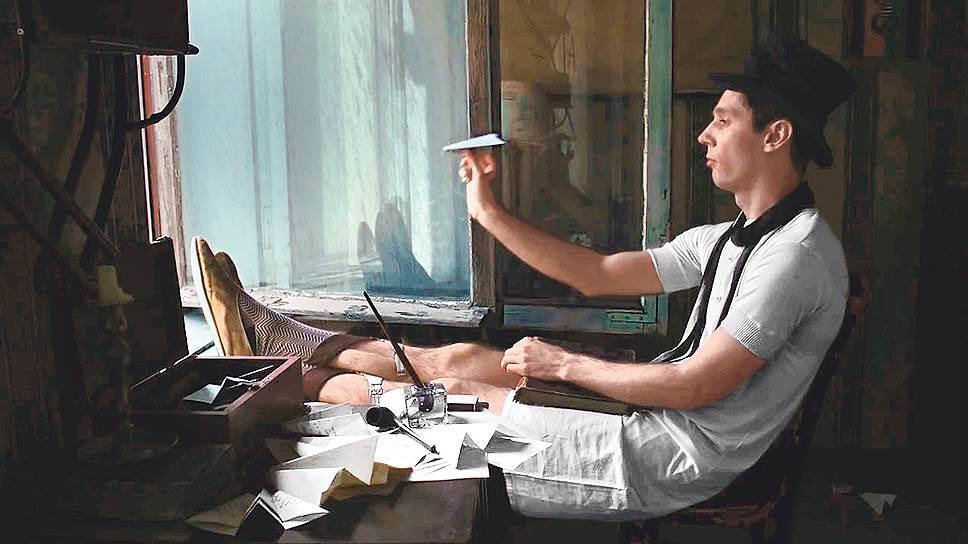 Ухватить киногеничность самого Хармса (Войцех Урбаньский) режиссеру проще, чем высокую бессмыслицу его текстов
