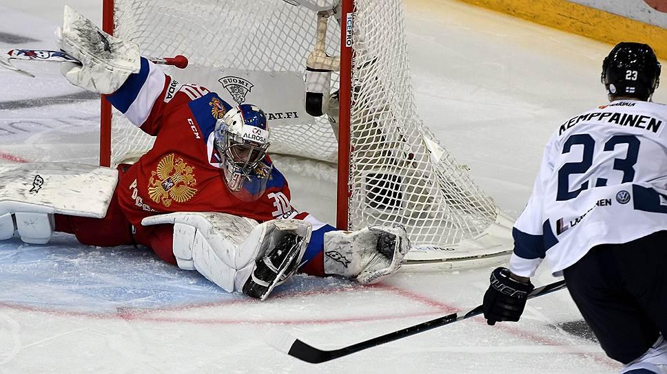 Как ни крутился в воротах голкипер Игорь Шестеркин, избежать поражения в матче с Финляндией сборной России не удалось