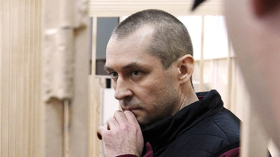 Полковника Захарченко хотят оставить без денег и без жилья