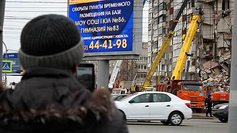 К вещам и на выход  / Жителей поврежденного взрывом дома в Ижевске временно пустили в квартиры