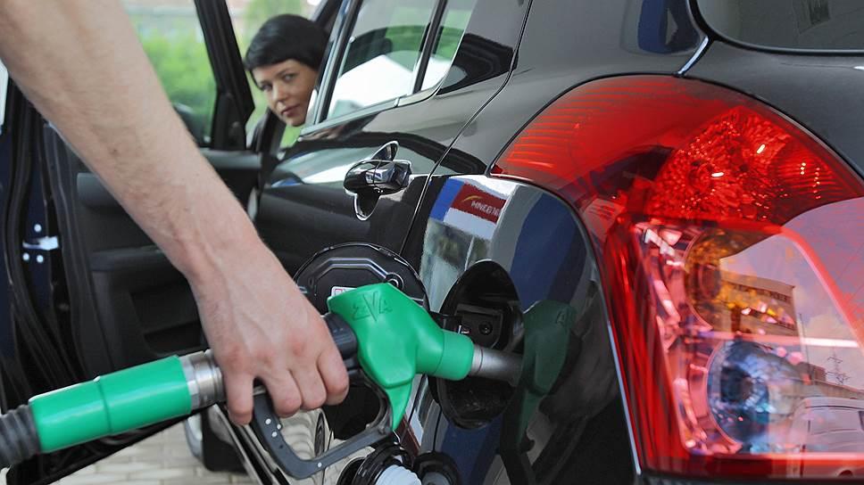 С чем связано новое подорожание бензина
