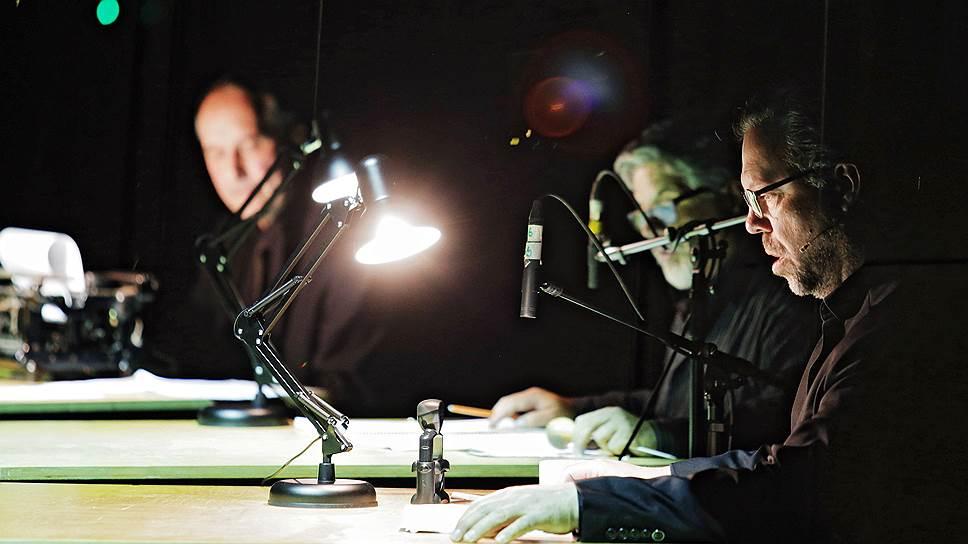 В «Pazifik Exil» звучали не только голоса Neue Vocalsolisten Stuttgart и электроника, но также штемпель и пишущая машинка