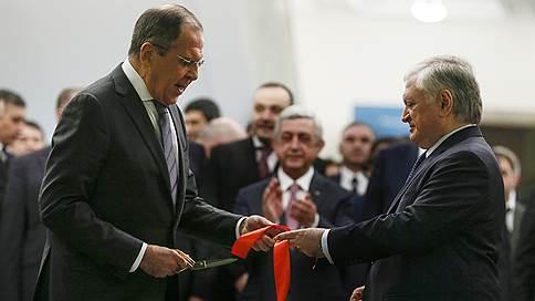 Карабахский конфликт не поддается на переговоры // Сергей Лавров предостерег в Ереване от излишнего оптимизма