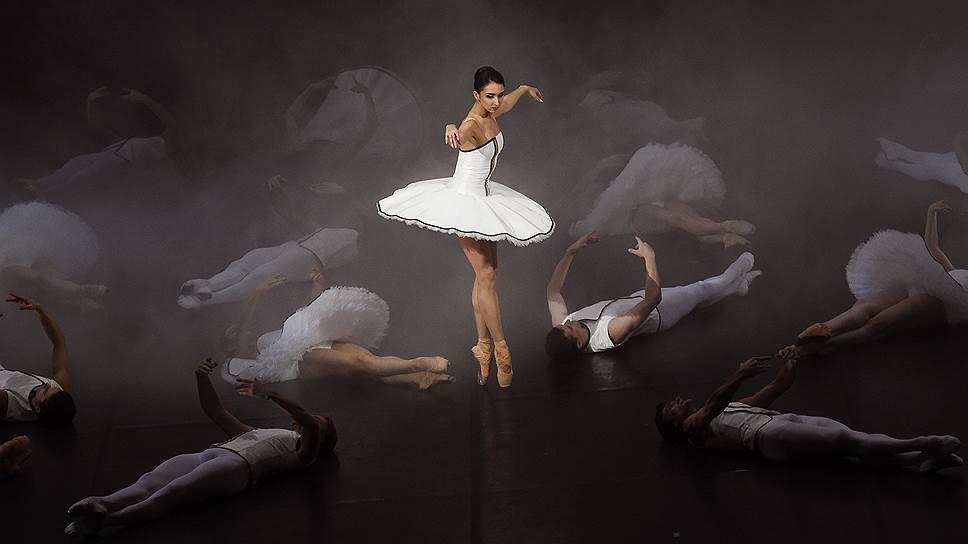 «Тюль» Александра Экмана окутывает балетных профессионалов дымкой самоиронии