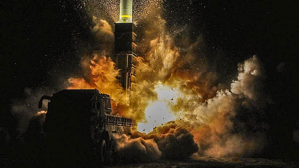 Спустя несколько минут после запуска северокорейской ракеты военные Южной Кореи продемонстрировали Пхеньяну свои возможности — пока в режиме учений (на фото)