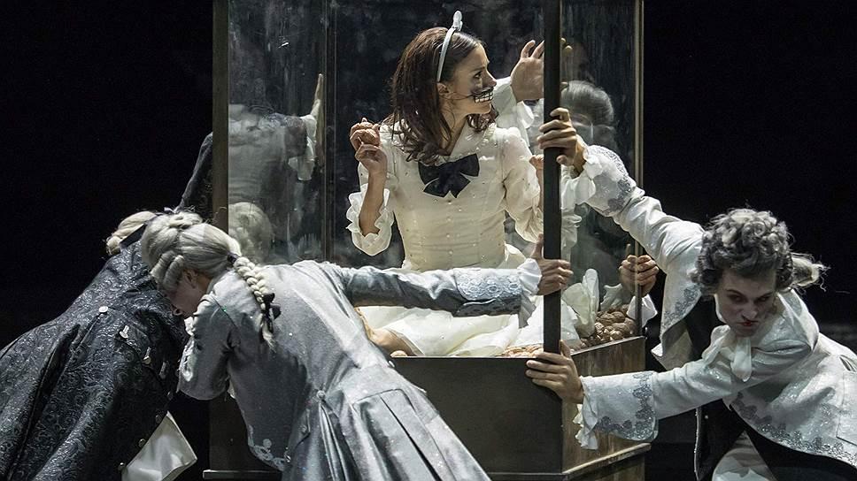 Введя в спектакль эпоху рококо и сказку о принцессе Пирлипат, хореограф Шпук придал сюжету новый поворот
