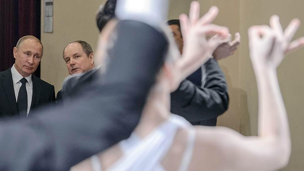 В академии искусств Владимир Путин попал в плен жестов, которые говорили больше всех слов