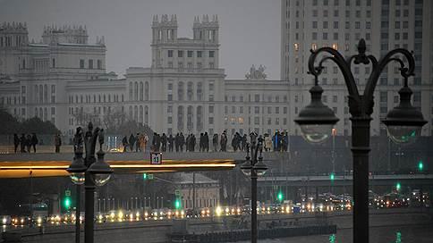 Москву берут на пробу // Поиск источников неприятного запаха пока не дал результатов