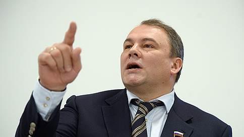 Иноагентов попросят показать российское лицо // Сенаторы и депутаты добавляют иностранным СМИ ответственности