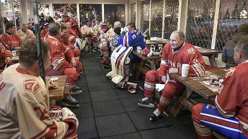 Как Владимир Путин на ГУМ-катке сыграл в гала-матче со звездами правления Ночной хоккейной лиги