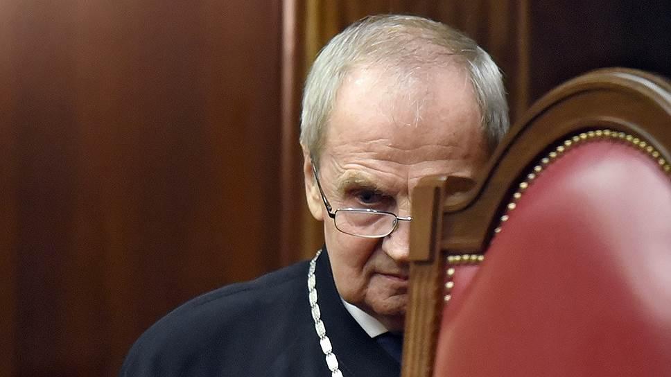 По словам председателя КС Валерия Зорькина, КС будет применять в своих решениях прецеденты ЕСПЧ, но лишь для «приемлемых и желанных» изменений российского правопорядка