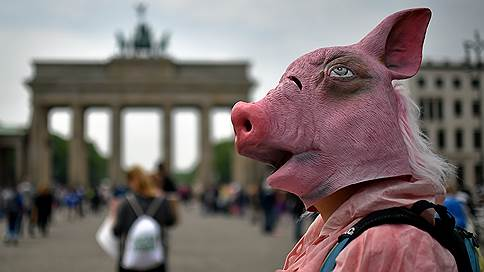 России выставили счет за свинину // Еврокомиссия требует от РФ покрытия убытков от введенного в 2014 году запрета на импорт