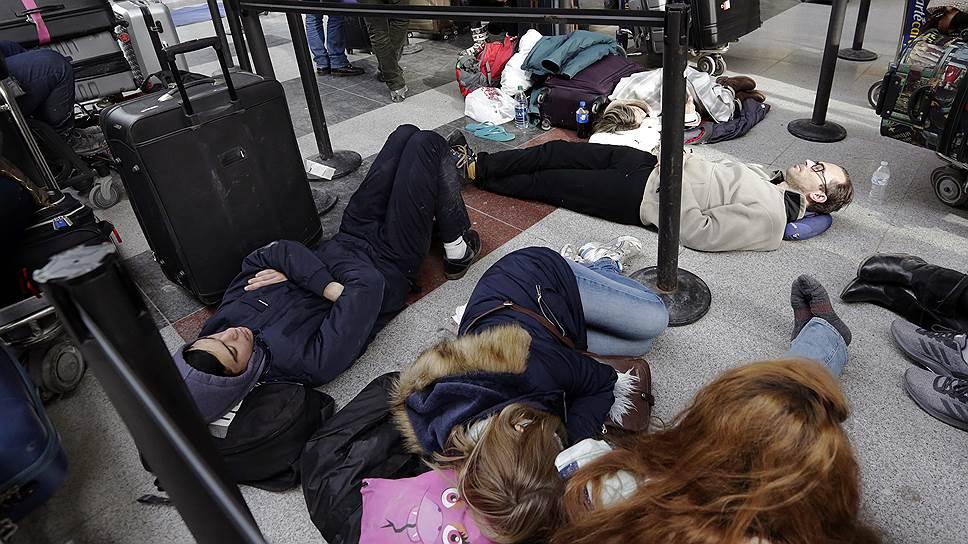 Непогода привела к коллапсу в аэропортах северо-востока США