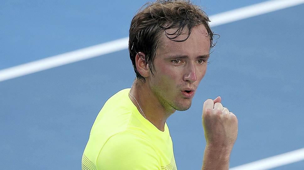 Как Даниил Медведев разминается перед стартом на Australian Open