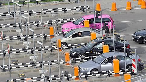 Чоповцев вооружат жезлами // Охранники в аэропортах и на вокзалах будут досматривать машины