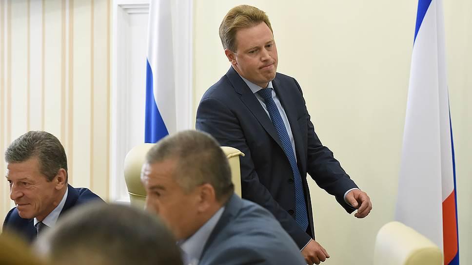 Дмитрию Овсянникову (стоит в центре) по требованию правительства придется найти виновных в срыве реализации ФЦП и наказать их