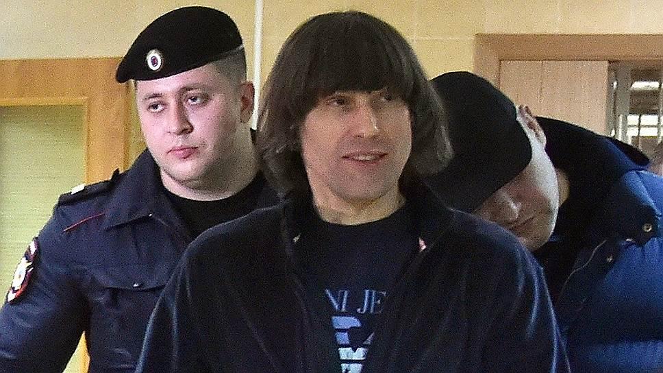 Криминальный авторитет Андрей Кочуйков (Итальянец) (в центре)