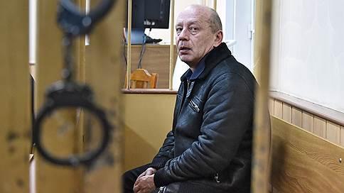 Бывшему охраннику Бориса Березовского предъявили арсенал // Задержаны подозреваемые в подбросе оружия и взрывчатки