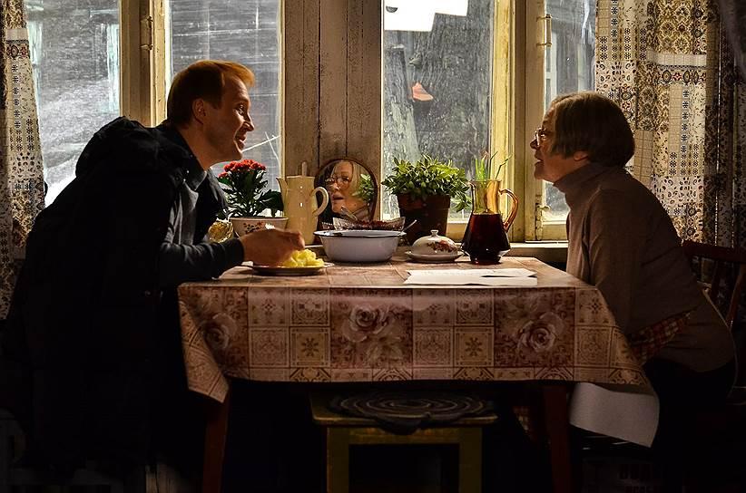 Чтобы не утруждать сына (Евгений Миронов), Елена (Марина Неелова) берется за организацию собственных похорон