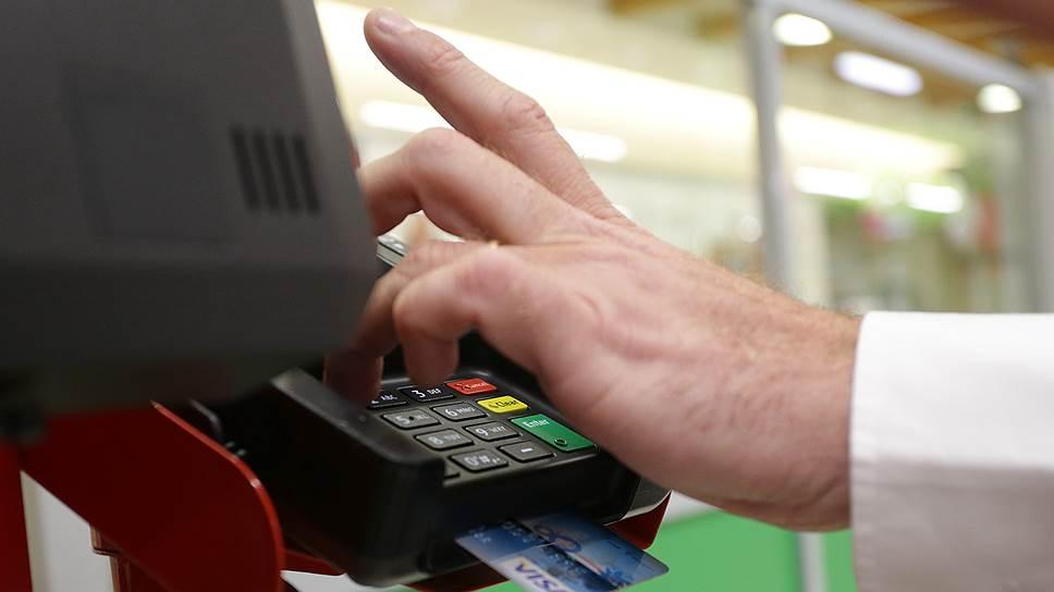 Граждане научились не наращивать долги по кредиткам