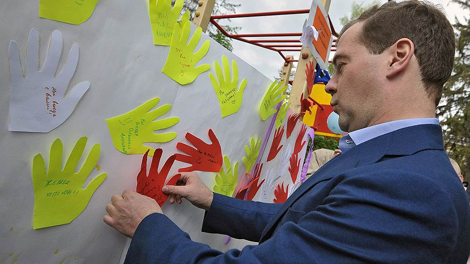 Премьер-министр Дмитрий Медведев объявил о том, что Белый дом потратится на ясли, чтобы помочь молодым матерям вернуться на работу