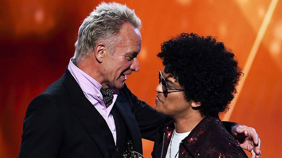 Получившему шесть Grammy Бруно Марсу (справа) есть к чему стремиться: у его старшего коллеги Стинга их шестнадцать