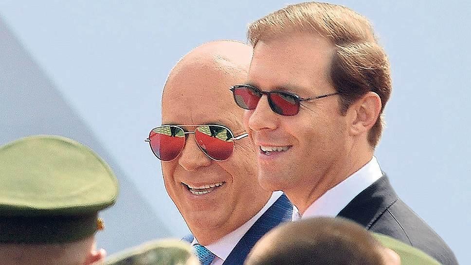 «Ростеху» (глава госкорпорации Сергей Чемезов — на фото слева) еще только предстоит посчитать, во что обойдется поглощение ОАК, предложенное главой Минпромторга Денисом Мантуровым (справа)