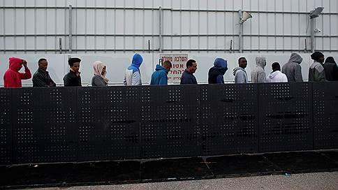 Израиль взялся за нелегалов // Вслед за украинцами и грузинами из страны начнут высылать выходцев из Африки