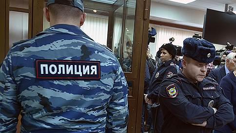 Коллегию присяжных распустили за порно и взятку // В Мосгорсуде затягивается рассмотрение дела о трех заказных убийствах