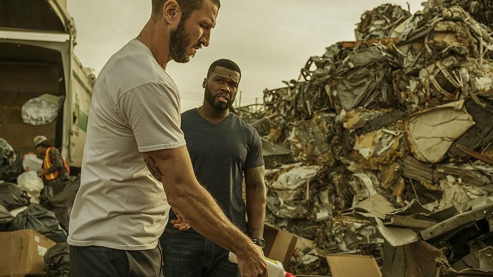 Всем другим способам самовыражения бандиты из «Охоты на воров» (на фото — Пабло Шрайбер и 50 Cent) предпочитают разговоры