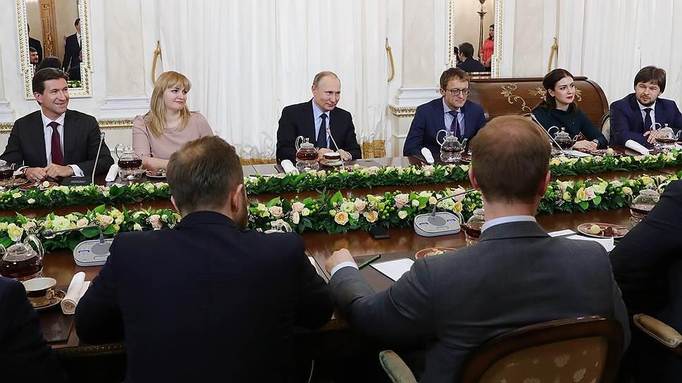 Владимир Путин выслушал несколько рассказов о том, как складывалась жизнь «лидеров России» до начала конкурса