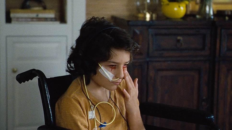 Балаганные спецэффекты, которыми злоупотребляет режиссер, кажутся заимствованными из фильмов ужасов 1970-х