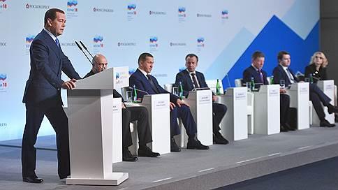 Регионам пообещали донастройку // Дмитрий Медведев в Сочи пообщался с губернаторами