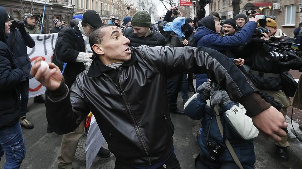 Как в Киеве прошел марш с призывами к досрочным выборам
