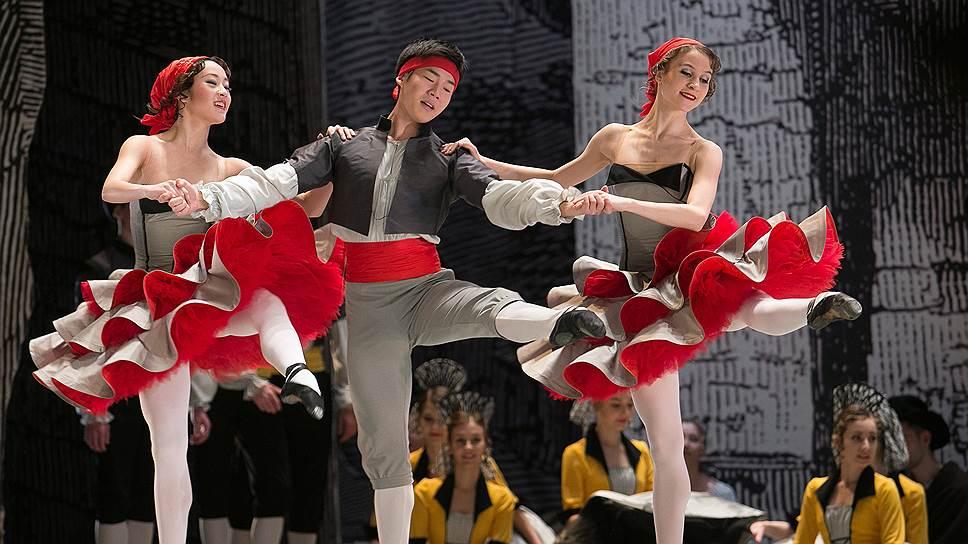 Фривольность, позаимствованная из «Мулен Руж», придает академичной хореографии Петипа парижскую игривость