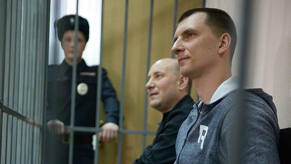 Бывшие оперативники ГУЭБиПК Александр Соболь (слева) и Сергей Абрамов (справа) утверждают, что следствие скрыло доказательства их невиновности