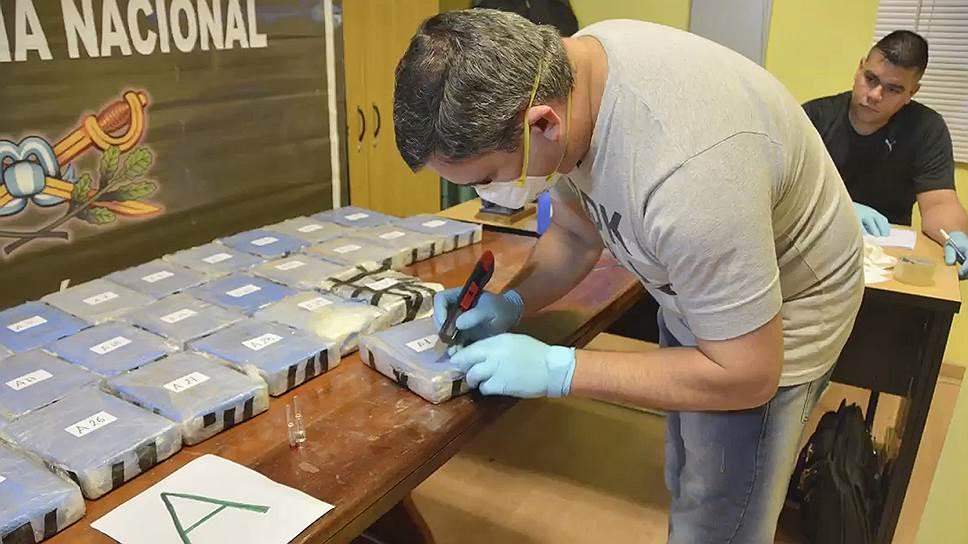 Какую стратегию защиты избрал предполагаемый владелец 12 чемоданов аргентинского кокаина